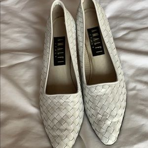 White pearlized woven leather Amalfi pumps